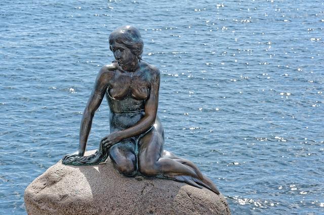 「人魚姫の像」前