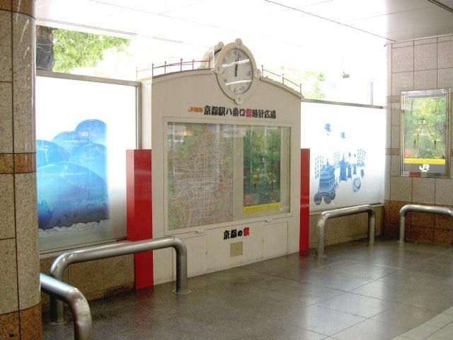 京都駅八条口祭時計広場
