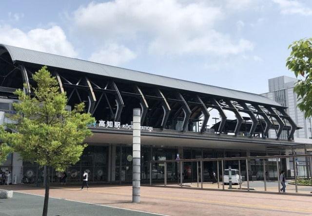 高知駅 1F待合コーナー