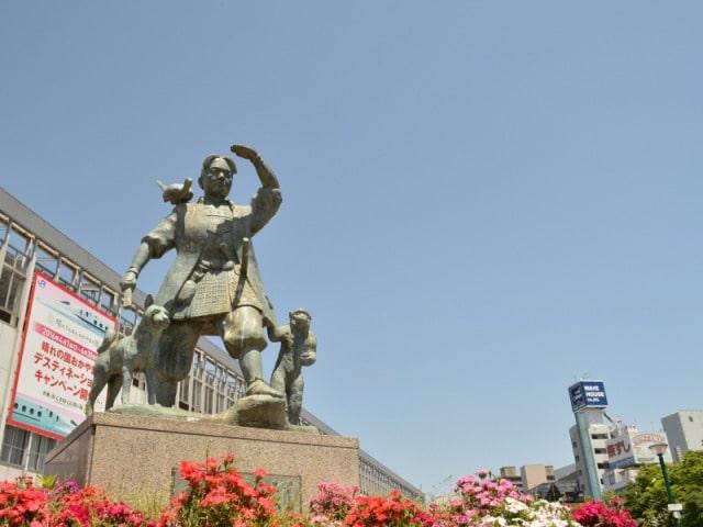 岡山駅 桃太郎像前